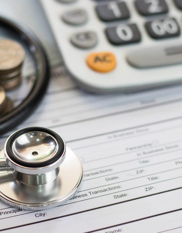 Dicas para te ajudar a economizar dinheiro com suas despesas médicas