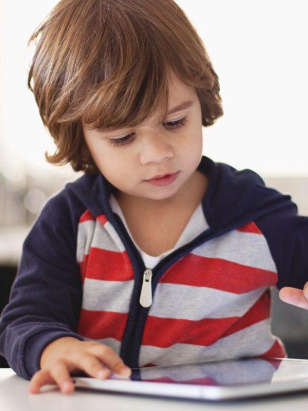 Como a tecnologia pode ajudar as pessoas com autismo nos dias de hoje